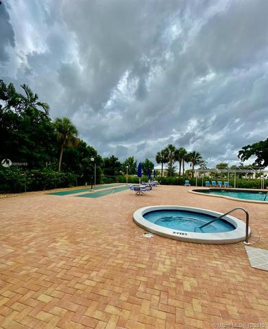 3850 Washington Street, Unit 915 Hollywood, FL 33021