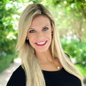 Jacklyn Van Hoef ,                   Agent in Miami - Compass