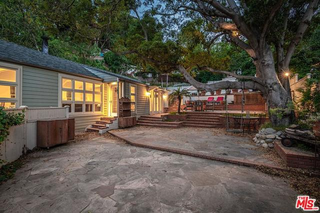 8819 Lookout Mountain Avenue Los Angeles, CA 90046