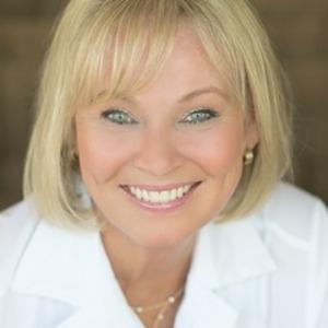 Gina Elliott,                     Agent in San Francisco - Compass