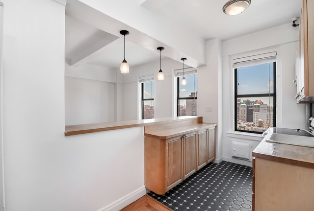 301 East 21st Street, Unit 16E Image #1