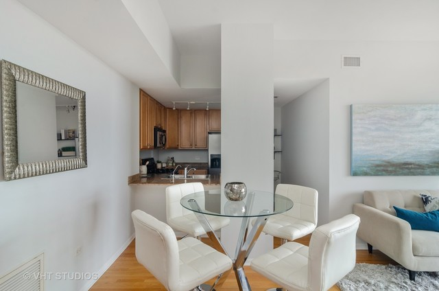3232 North Halsted Street, Unit D1009 Chicago, IL 60657