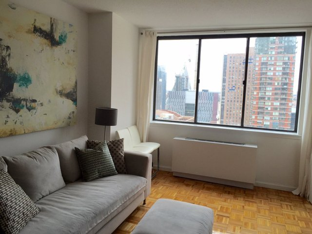 124 West 60th Street, Unit 15H Image #1