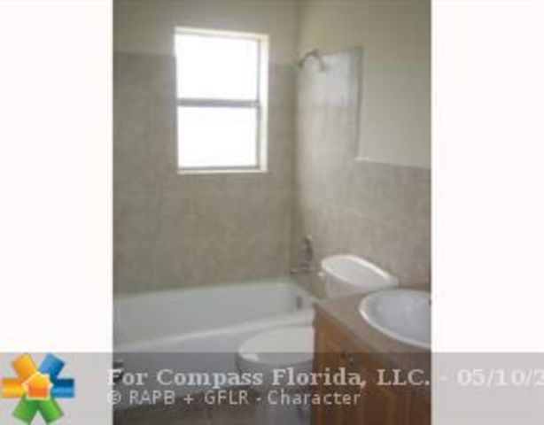 407 Southeast 3rd Avenue, Unit A Hallandale, FL 33009