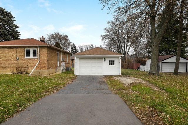 17W455 Butterfield Road Oakbrook Terrace, IL 60181