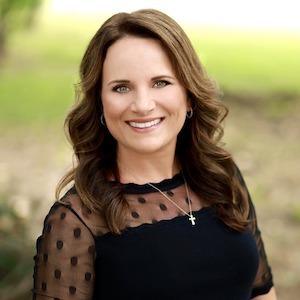 Roxie Rivas,                       Agent in Dallas-Fort Worth - Compass