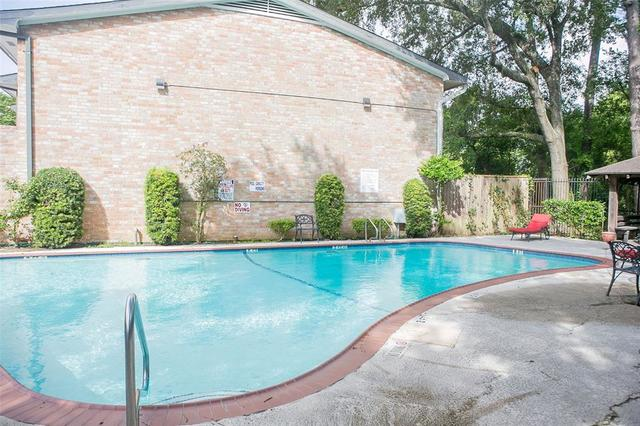 1802 Stoney Brook Drive, Unit 105 Houston, TX 77063