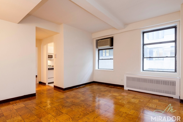 132 East 45th Street, Unit 9H Image #1