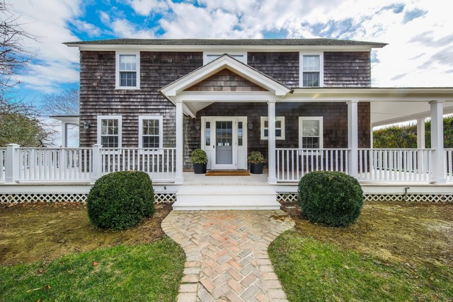 125 Apaquogue Road East Hampton, NY 11937