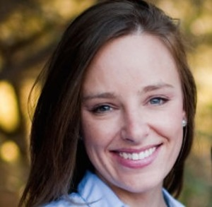 Kelli Isbell,                       Agent in Los Angeles - Compass