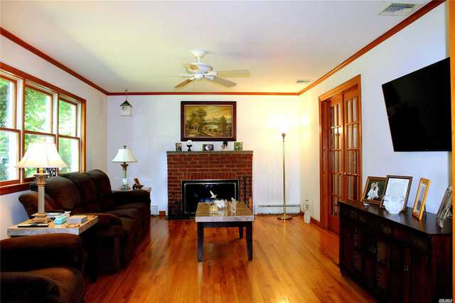 27 Louis Court Patchogue, NY 11772