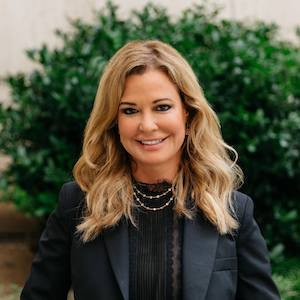 Holly Bock,                       Agent in Dallas-Fort Worth - Compass