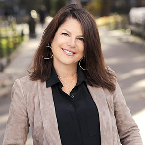 Linda Bogart Jacobs,                       Agent in NYC - Compass