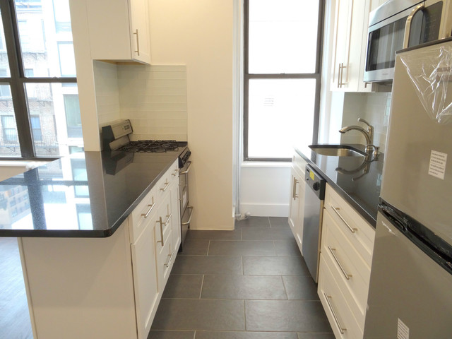 304 East 77th Street, Unit 7A Image #1