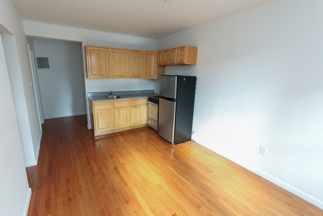 341 West 45th Street, Unit 512 Image #1