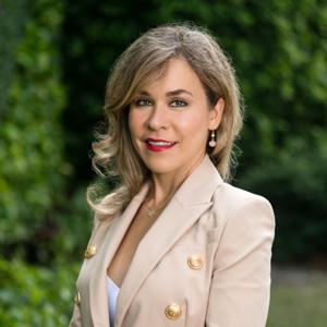 Karina Frangulyan,                       Agent in Miami - Compass