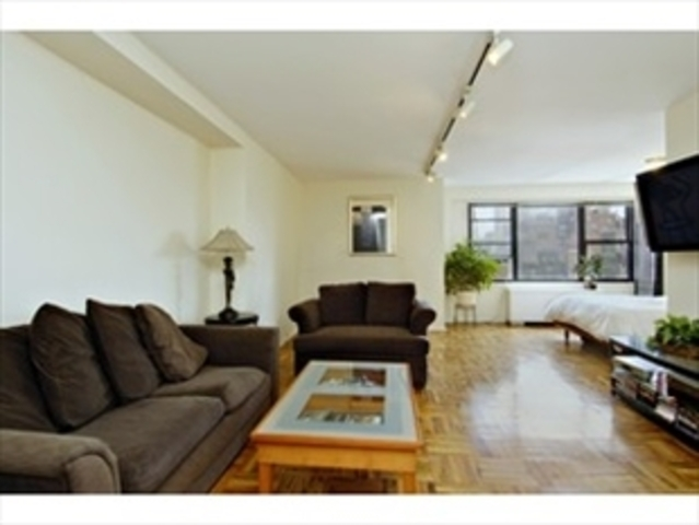 200 East 74th Street, Unit 16G Image #1