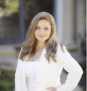 Perla Portillo, Agent in Los Angeles - Compass