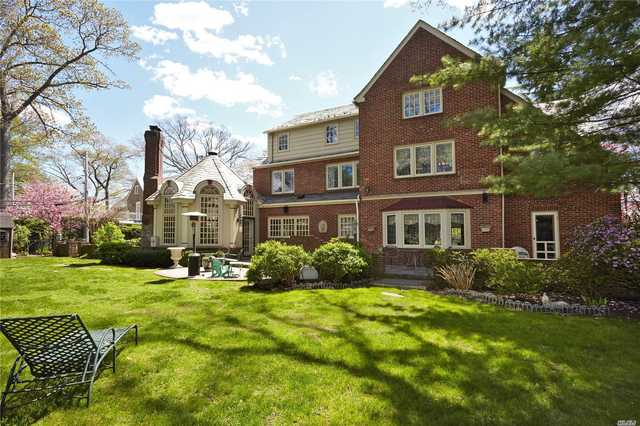 61 Andover Road Rockville Centre, NY 11570