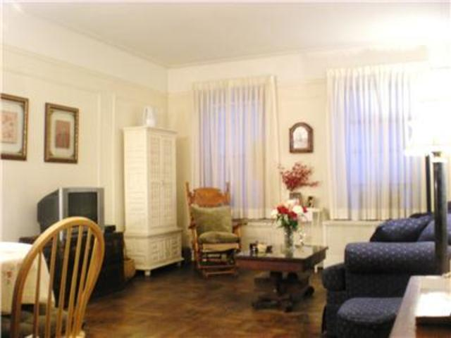 140 East 95th Street, Unit 2D Image #1