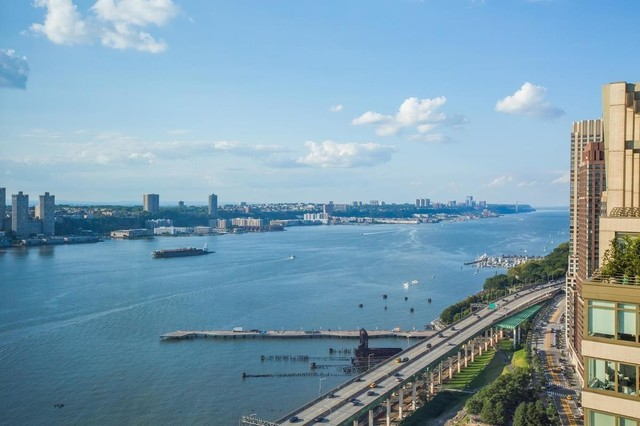 80 Riverside Boulevard, Unit PH3A Manhattan, NY 10069