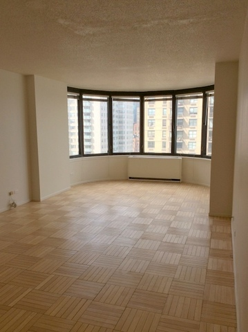 330 East 38th Street, Unit 30H Image #1