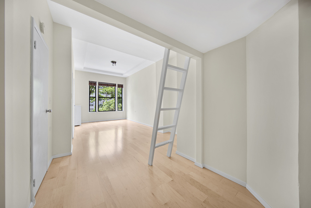 140 West 69th Street, Unit 33A Image #1