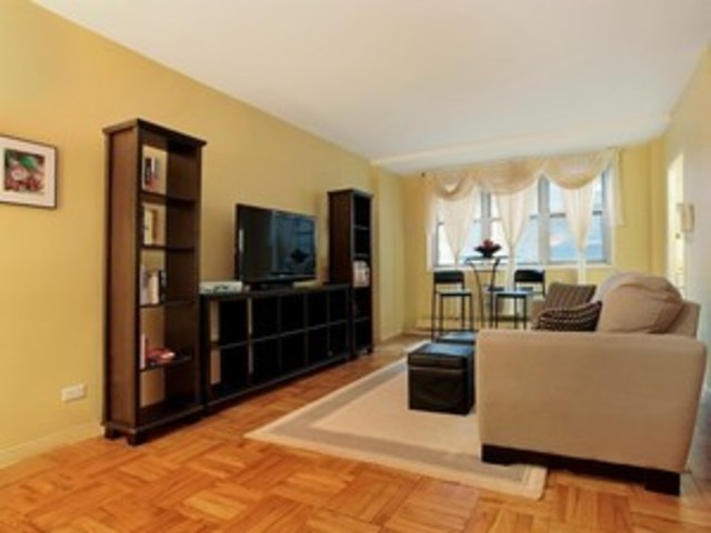 63 East 9th Street, Unit 5D Image #1