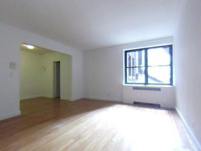 212 West 22nd Street, Unit 2D Image #1
