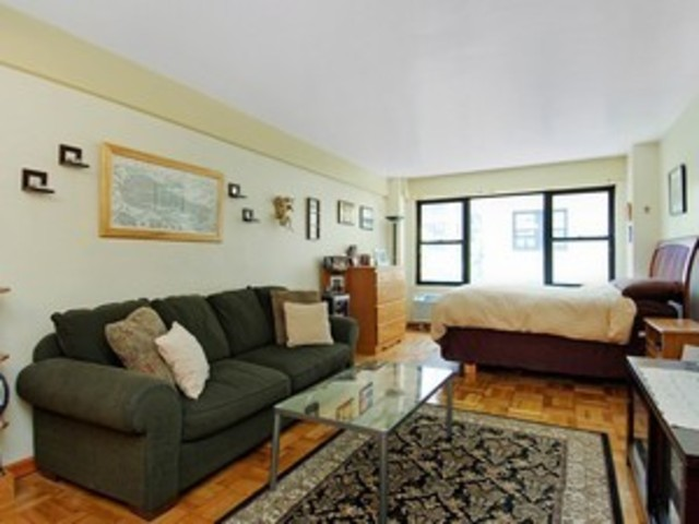 210 East 36th Street, Unit 3J Image #1