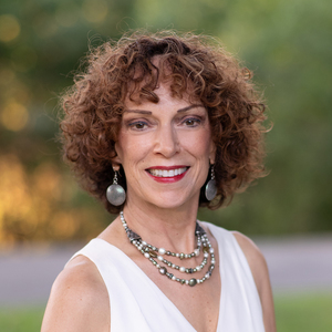 Linda Cookson,                     Agent in San Francisco - Compass