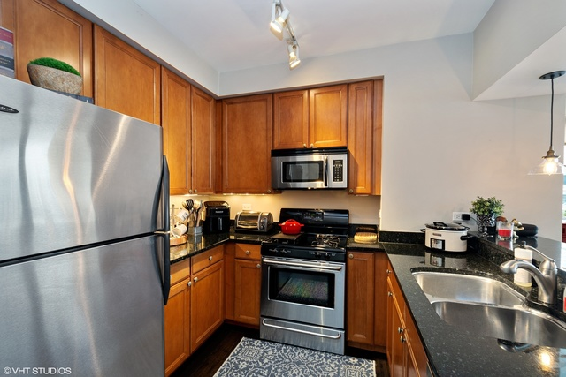 200 North Jefferson Street, Unit 1509 Chicago, IL 60661