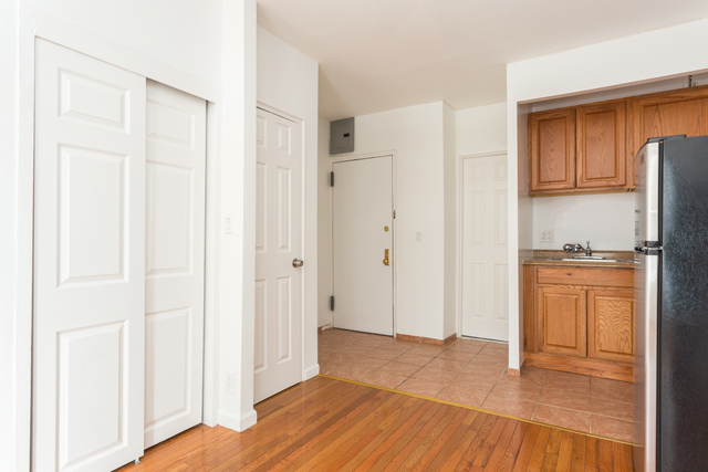 150 10th Avenue, Unit 3 Image #1