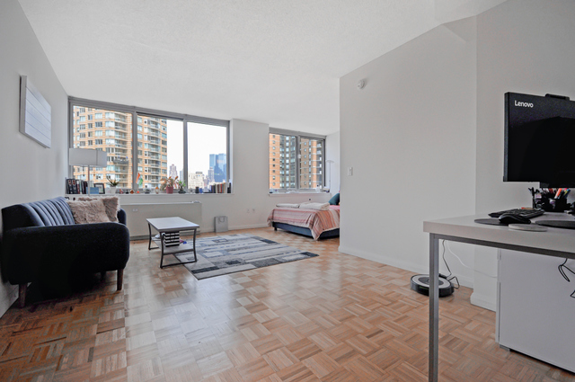 561 10th Avenue, Unit 15B Manhattan, NY 10036