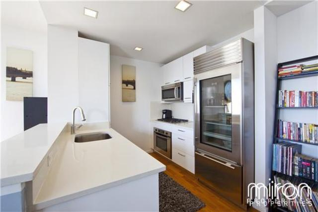 635 West 42nd Street, Unit 28H Image #1