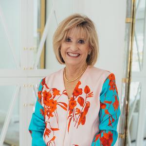 Brenda Ray,                       Agent in Dallas-Fort Worth - Compass