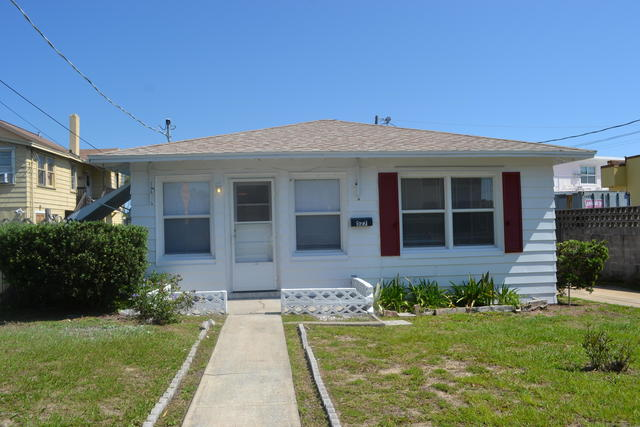 527 Mobile Avenue Daytona Beach, FL 32118