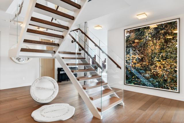 122 Greenwich Avenue Interior Photo