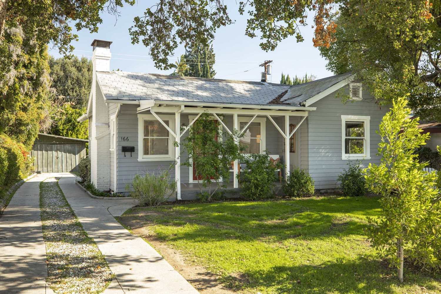 166 South Parkwood Avenue Pasadena, CA 91107