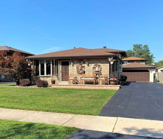 16734 89th Avenue Orland Hills, IL 60487