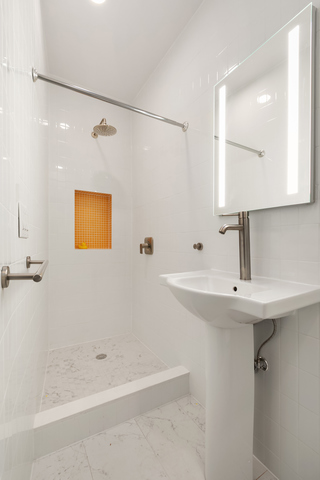 559 17th Street, Unit 2R Brooklyn, NY 11215