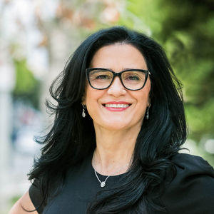 Nasrin Esfahani,                       Agent in Los Angeles - Compass