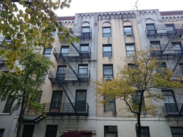 258 West 22nd Street, Unit 1E Image #1
