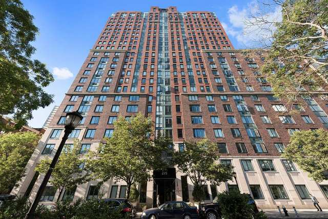 225 Rector Place, Unit 16E Manhattan, NY 10280