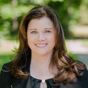Elizabeth Carnicelli,                     Agent in Westchester, NY - Compass