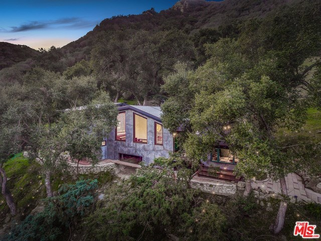 975 Old Topanga Canyon Road Topanga, CA 90290