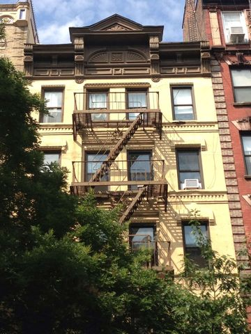 209 East 10th Street, Unit 16 Image #1