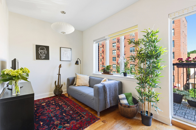 612 East 7th Street, Unit 3C Brooklyn, NY 11218