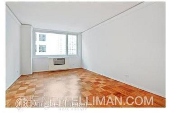 230 West 55th Street, Unit 8A Image #1