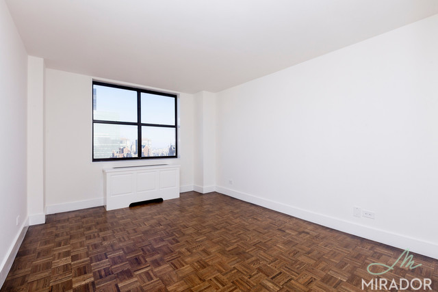 330 East 39th Street, Unit 31F Image #1
